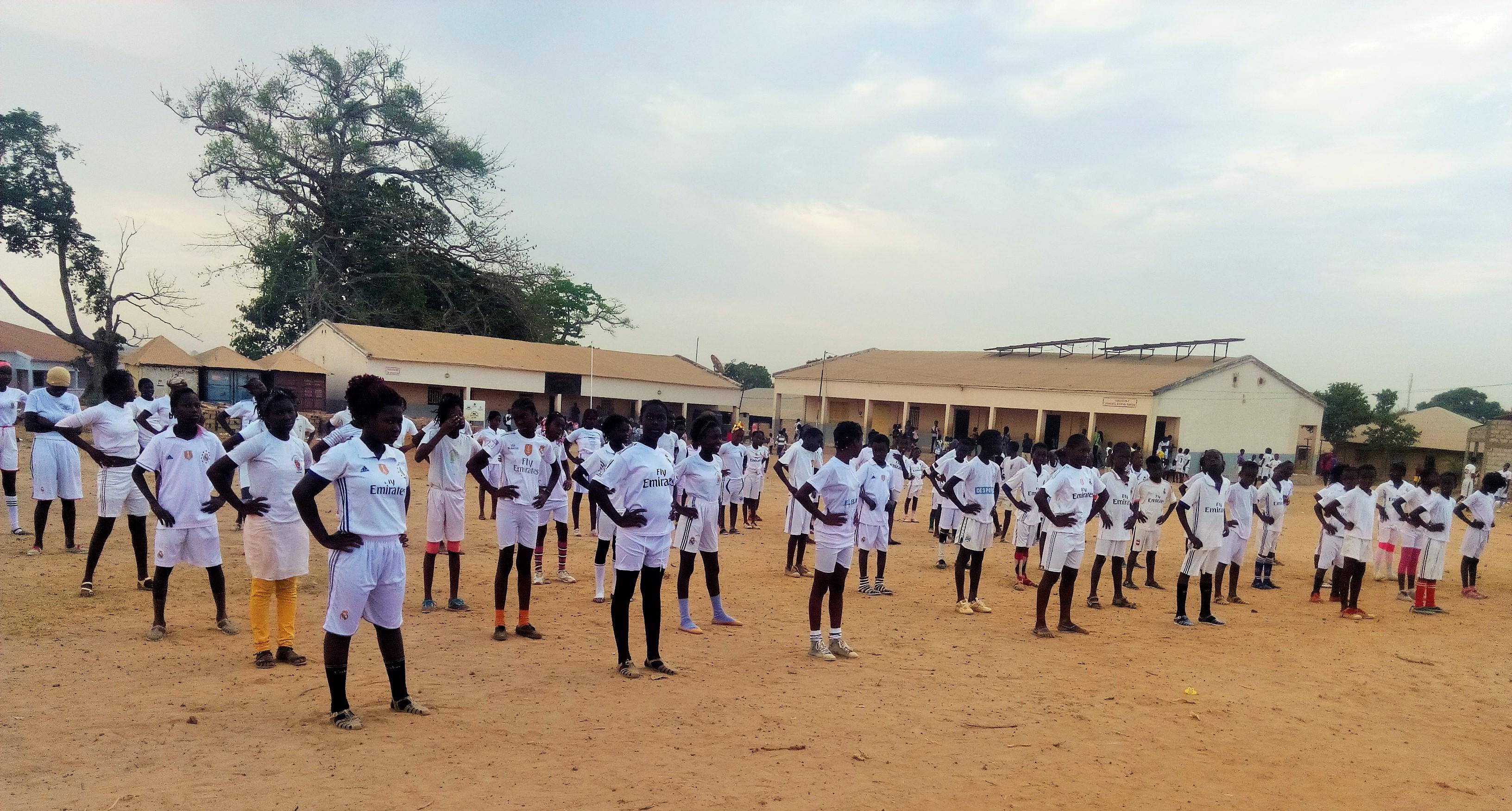 Gli alunni nell'ora di ginnastica (2)